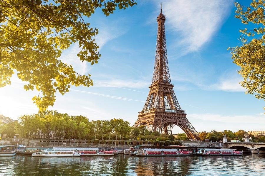 Avec 83 millions d'arrivées internationales en 2012, la France  reste la première destination mondiale en volume mais n'est plus que le numéro trois mondial en valeur - DR : © Beboy - Fotolia.com