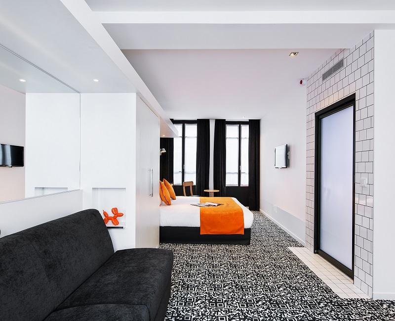 Du lobby à la chambre en passant par la moquette, des flash codes se sont installés dans le décor © Luc Boegly