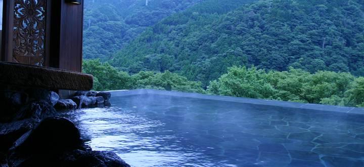 Le spa de la maison d'hôtes Ryokan Hakone Ginyu, à  miyanoshitaau Japon, propose plusieurs bains inspirés de la tradition ancestrale. ©DR