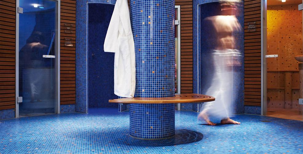 Le centre de balnéothérapie du Traube Tonbach propose différents types de bains de vapeurs et de saunas pour se détendre en profondeur, éliminer les toxines, activer la circulation sanguine et renforcer le système immunitaire. ©DR.Hotel Traube Tonbach