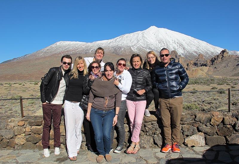 Photo souvenir de l'éductour devant le Teide enneigé - DR : A.B.