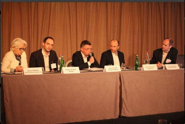 La première table ronde organisée par CCMBenchmark était animée par Vente-privée, Lastminute, Odigeo, HotelsCombined, Lastminute et Fabrice Deblock de CCM Benchmark.  ©CCM Benchmark-twitter