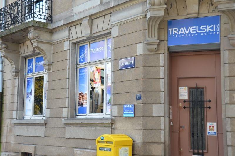 Une agence de voyages à Metz aux couleurs de Travelski.