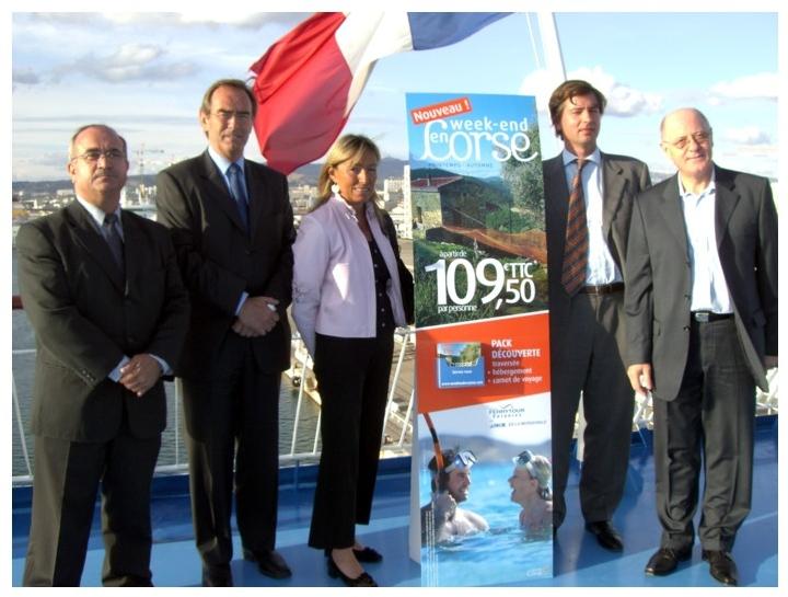 L'équipe de lancement de « Week end en Corse » sur le ''Danielle Casanova'' (cliquer pour agrandir)