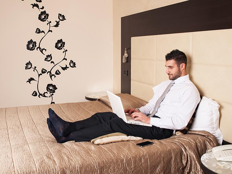 La Roumanie dispose, grâce à ses hôteliers malins, d'une plus grande offre internet dans ses hébergements que le Canada, les Pays Bas, la Slovénie, la Serbie… et enfin la France ! © pio3 - Fotolia.com