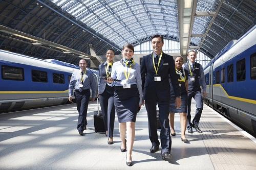 Les agents d'Eurostar ont de nouveaux uniformes depuis ce mardi 28 janvier 2014 - Photo DR