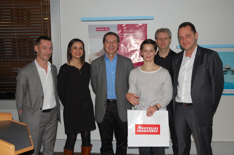 Le jury Final et Elisabeth Mombouyran, la gagnante du jeu concours opération le voyage de votre vie - DR