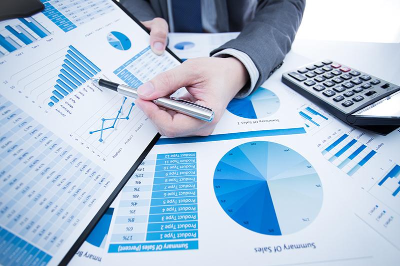 Dataminer est un gros mot pour statisticien du marketing. Il s'agit de fouiller des données et de faire parler des chiffres, le tout appliqué au monde de l'entreprise © Nonwarit - Fotolia.com