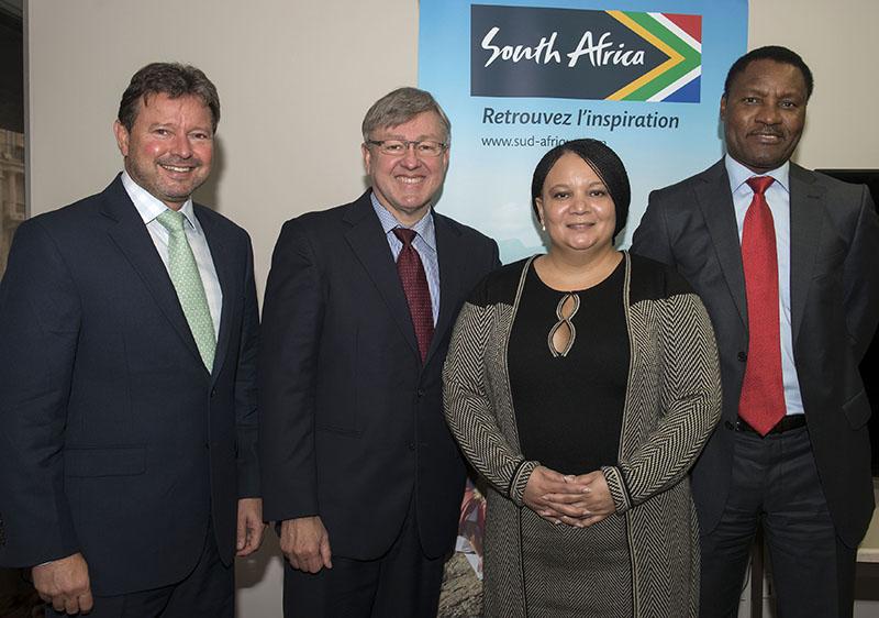 De gauche à droite : Franck Kilbourn, Président du CA de South African Tourism, Marthinus van Schalkwyk, le Ministre sud-africain du Tourisme, Linda Sangaret, directrice de l'OT à Paris, et Thulani Nzima, Pdg de South African Tourism - DR