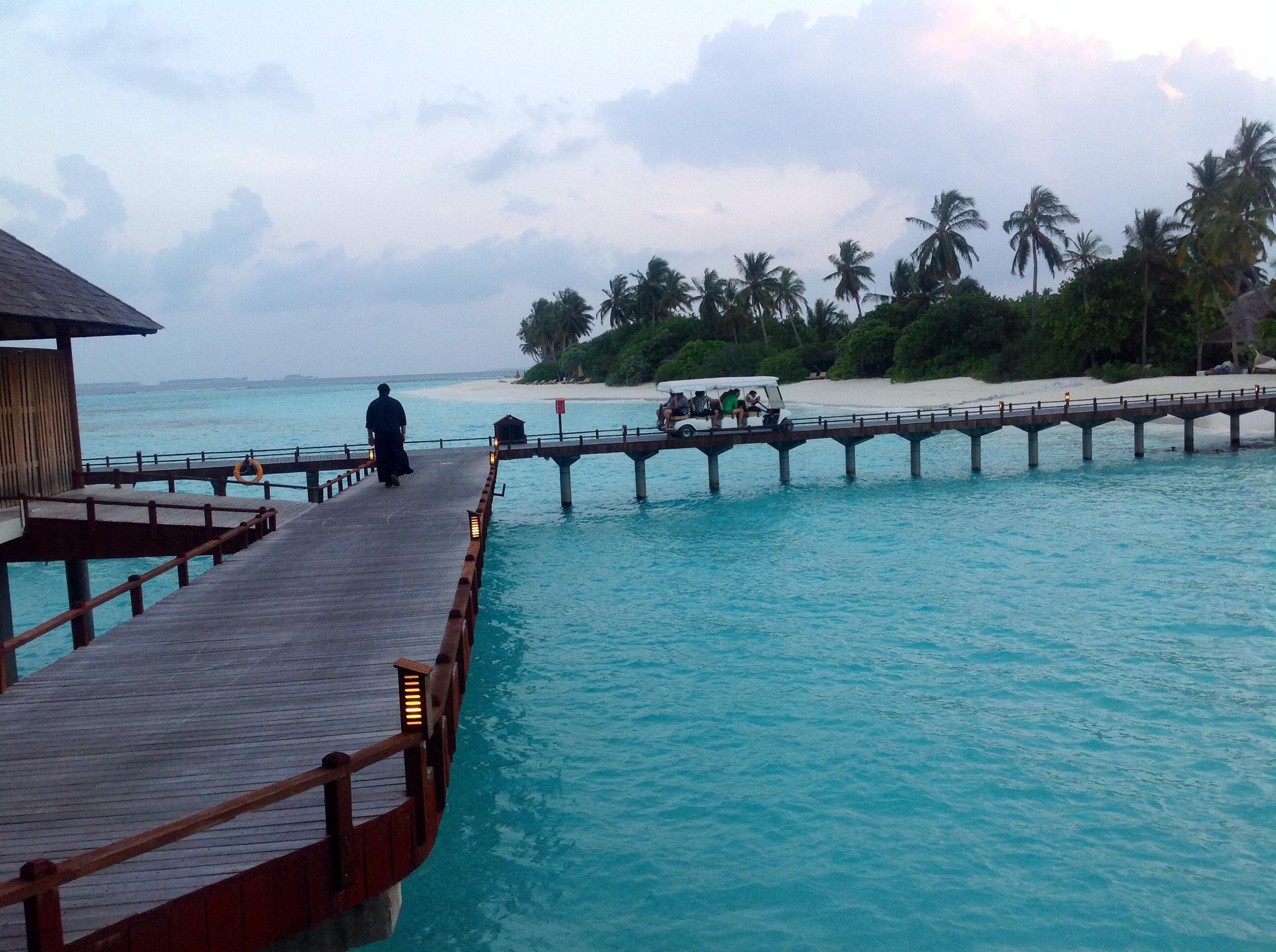 Au cœur du Noonu Atoll, à moins d'une heure d'hydravion de Malé, le resort dispose de 221 villas face à la mer, dont 70 sur pilotis - DR : JDL