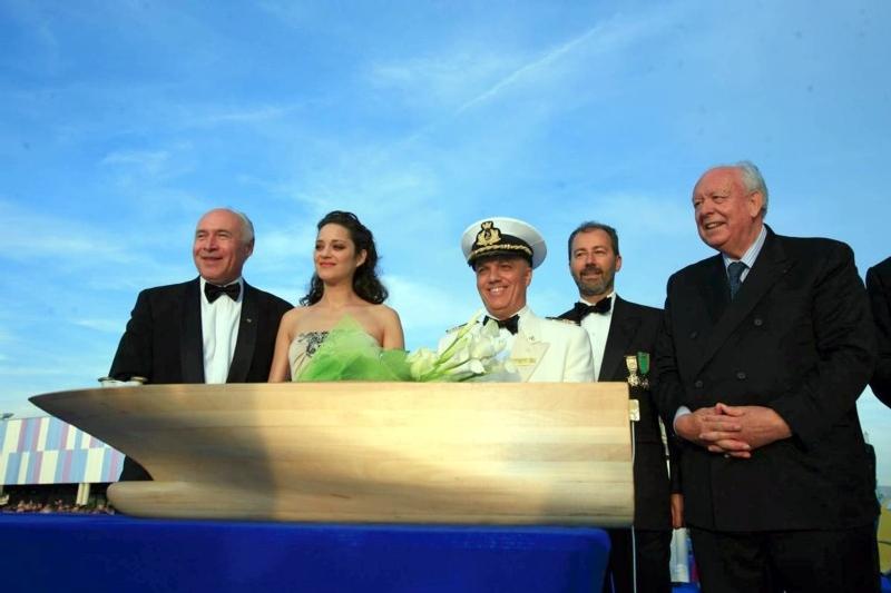 (cliquer pour agrandir) - A dte Pier Luigi Foschi, PDG en compagnie de Marion Cotillard, du Commandant et de J.-C. Gaudin, sénateur-maire de Marseille