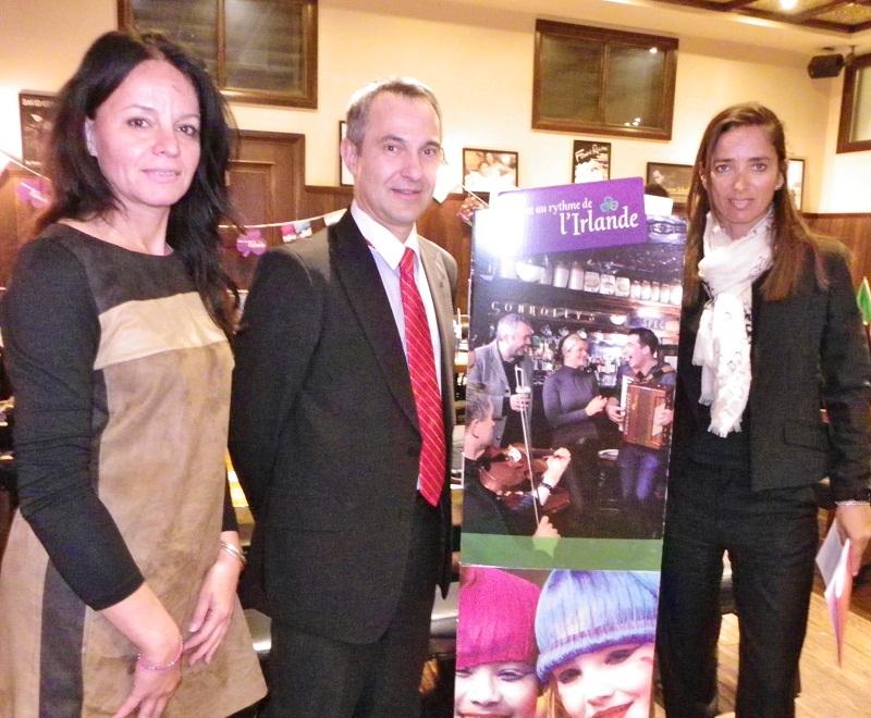de gauche à droite Monica Ramchandani d'Aviapareps pour Aer Lingus, Serge Fonseca, directeur markéting BtoB Tourisme d'Irlande France et Alessandra Del Buono promotion compagnie à l'aéroport de Nice - Photo M.B.
