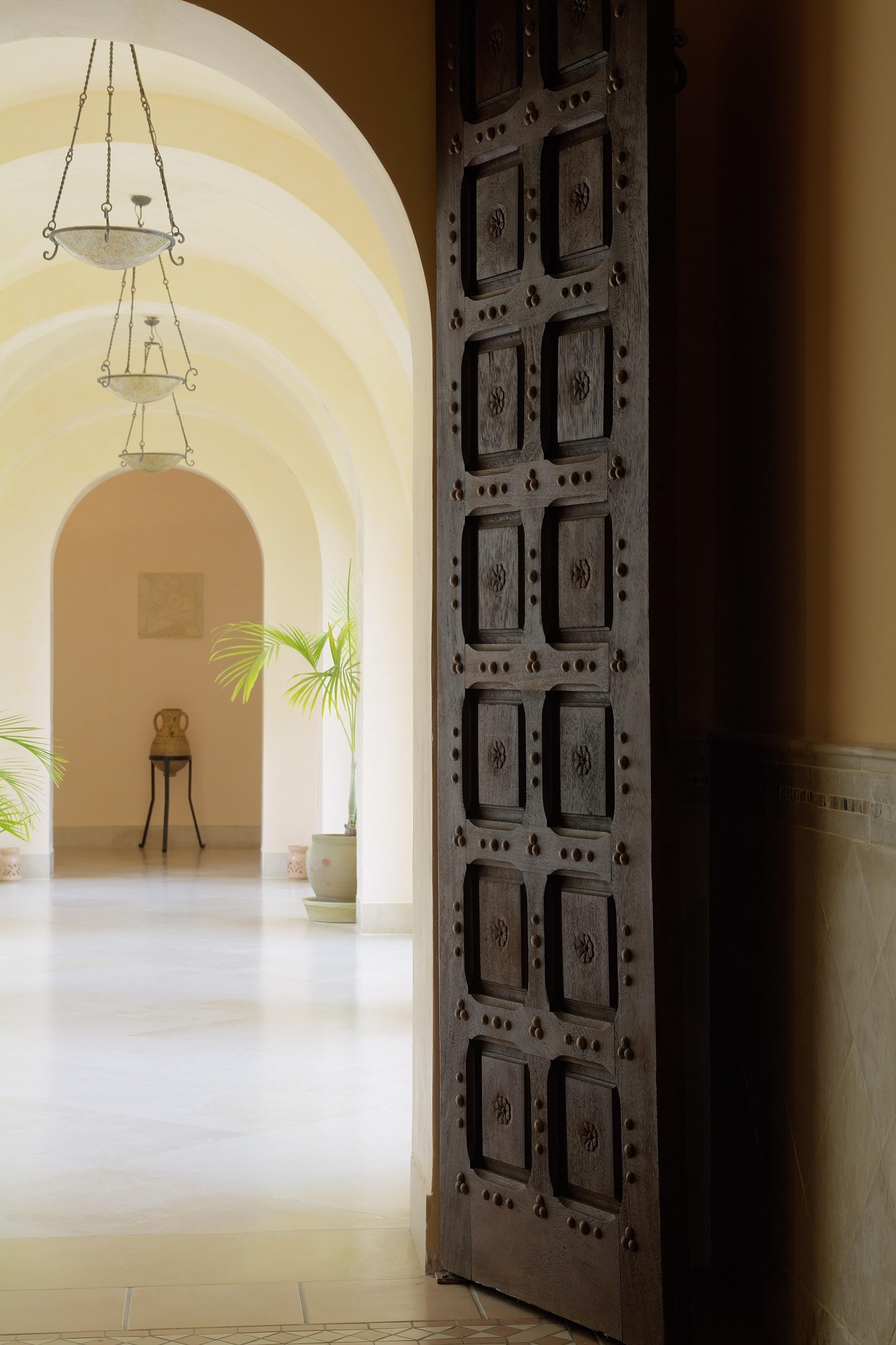 Ulysse Thalasso tirer la porte d'un palais mauresque