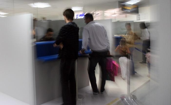 Nombre de joyeux voyageurs qui pensaient partir au soleil, se sont vu refoulés par des douaniers zélés et pafeurs… Parce que la carte d'identité qu'ils ont présentée n'avait aucune valeur à leurs yeux… /photo JDL