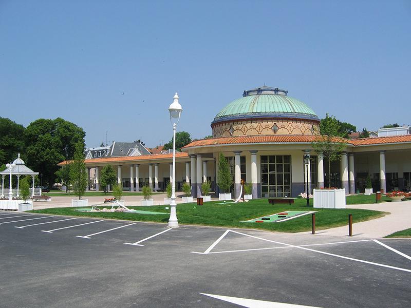 La Rotonde et les galeries des thermes de Contrexéville - DR : Wikipédia - Yorick Petey