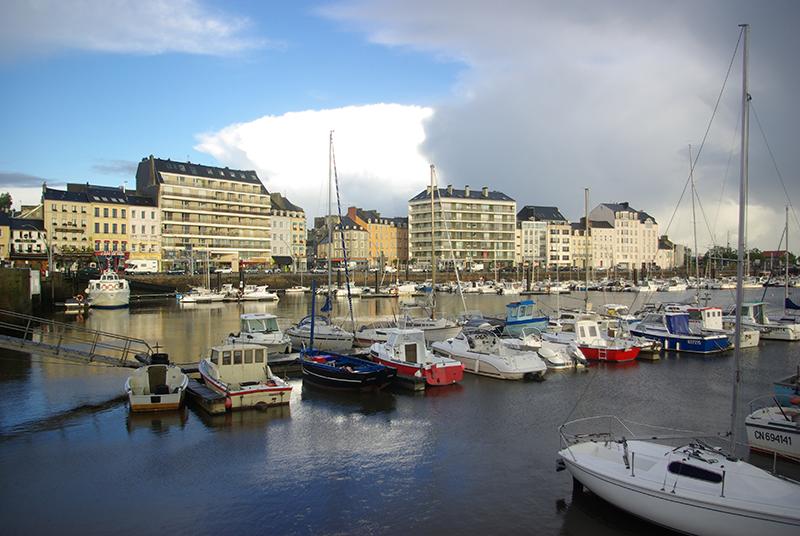 Dès le printemps, Cherbourg prend avec ravissement des allures de marina du sud, attirant voiliers anglais, allemands et néerlandais - DR :JF.R