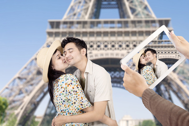 The Chinese continue to be attracted to the romantic image of Paris © Creativa - Fotolia.com