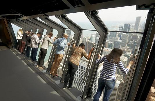 TILT permet de découvrir Chicago vue d'en haut et penché à 30 à 344 mètres du sol - Photo DR