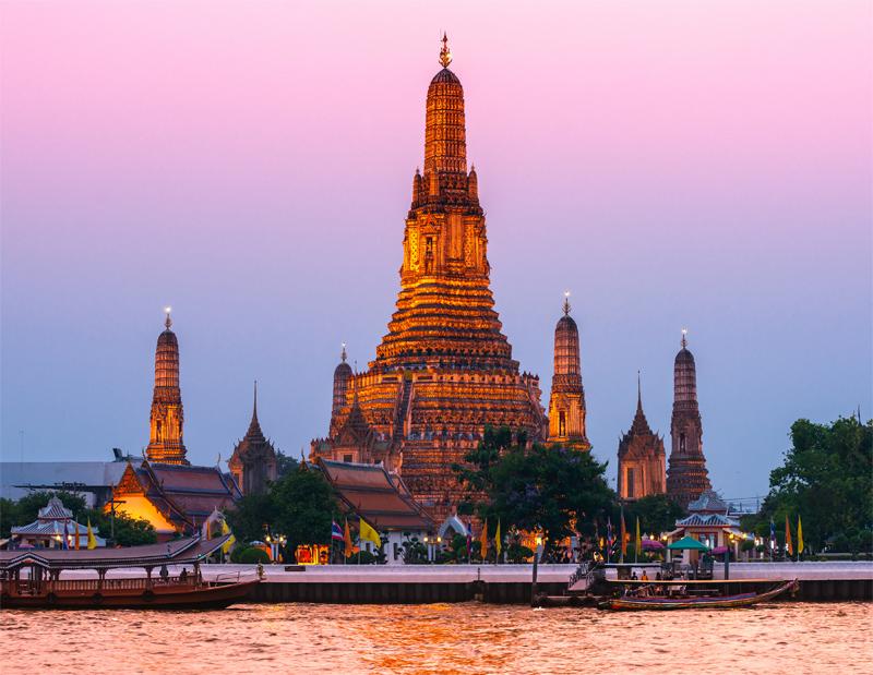 Le Wat Arun à Bangkok © MasterLu - Fotolia.com