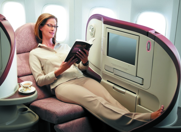 The cocoon seats recline to 180°. Once in place, the large panels provide total privacy to the passenger - DR: Jet Airways