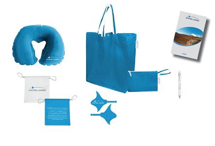 Le carnet de voyages d'Austral Lagons contient un sac, un oreiller, un guide destination, un stylo et des étiquettes bagages - DR