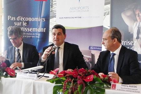 De gauche à droite Thierry de Bailleul, dg France d'Emirates, Dominique Thillaud Président directoire aéroport  Nice Côte d'Azur et Thierry Aucoc, directeur commercial Europe et Russie pour Emirates - Photo M.B.