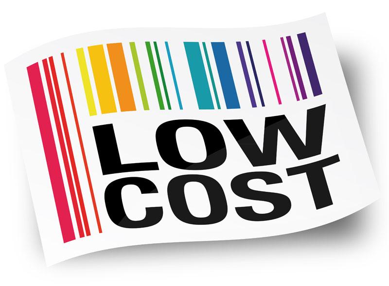 Aujourd'hui, les lignes ont bougé. Les compagnies low-cost font désormais des entorses à leur modèle, piochant dans l'inventaire des services de leurs aînées traditionnelles - © Brad Pict - Fotolia.com