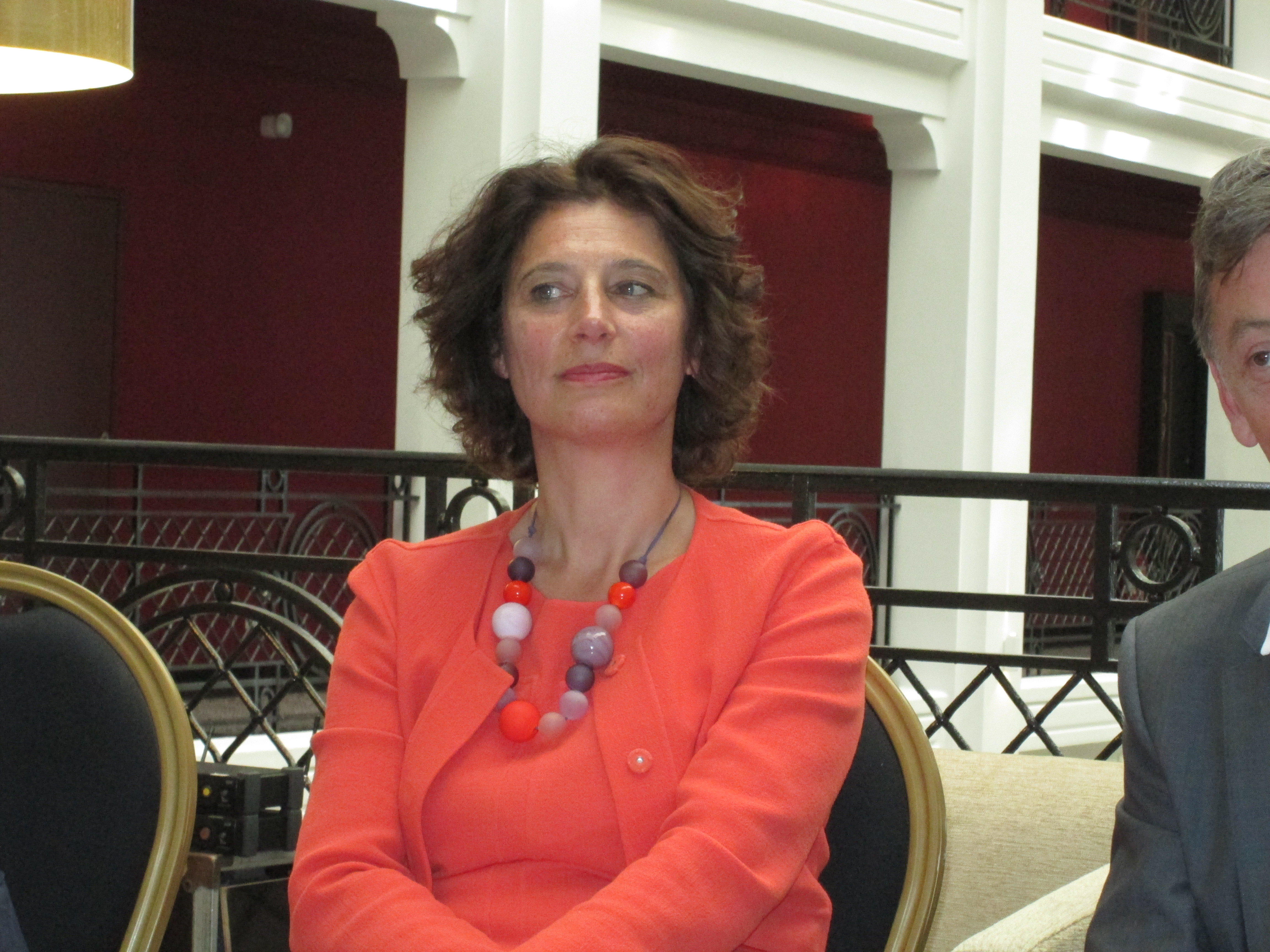 Joëlle Guillemot créatrice de la marque Omnisens. Photographiée ici au MGallery Regina Biarritz Hotel & Spa.