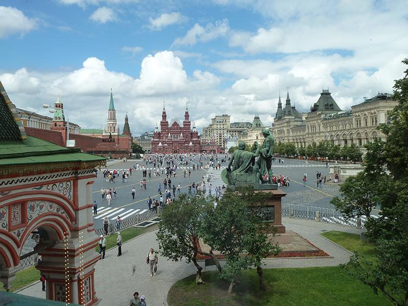 Dire que Moscou est belle serait exagéré. La capitale russe est une immense métropole (près de 16 millions d'habitants), rude, chamarrée, intriquée. Les pépites architecturales du Kremlin et de la place Rouge font exception - DR : JDL