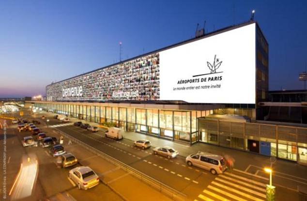 Paris-Orly : 7 000 selfies pour décorer la façade du Terminal Sud
