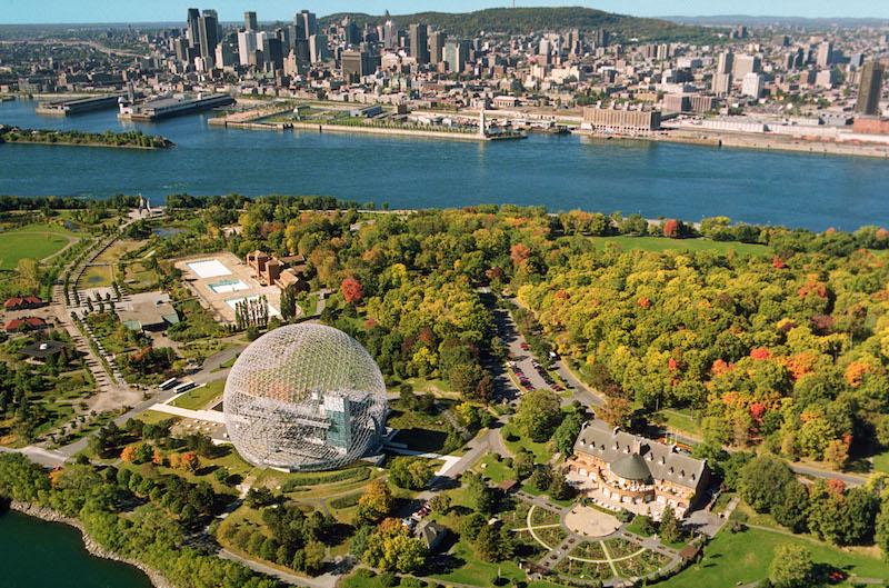 Vue panoramique de Montréal, qu'on peut aujourd'hui découvrir en hydravion. © Parc Jean-Drapeau, Denis Labine