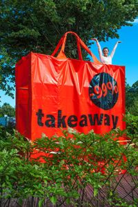 """""""Takeaway"""" par Clay Apenouvon"""