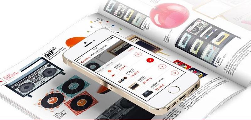 L'application Overlay relie le catalogue papier au site internet de la marque grâce à la réalité augmentée.