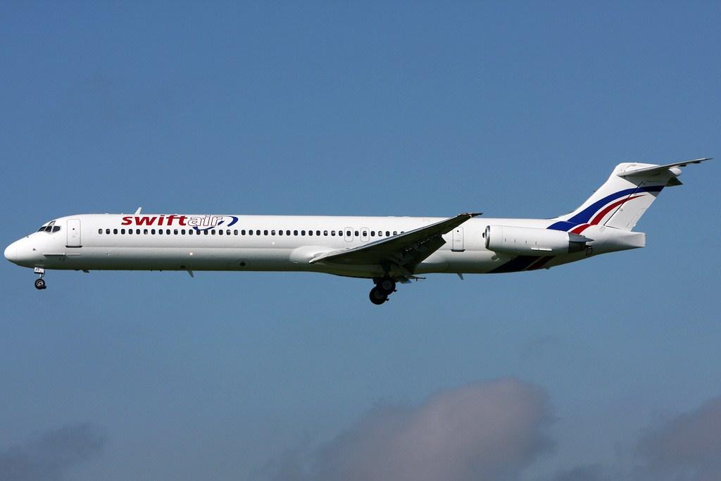 Voici l'un des McDonnell Douglas MD-83 appartenant à la compagnie Swiftair qui opérait la ligne Ouagadougou-Alger pour le compte d'Air Algérie. © Gerry Stegmeier