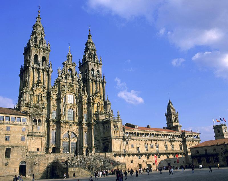 La cathédrale de St-Jacques-de-Compostelle est l'une des plus prestigieuses et des plus anciennes d'Espagne. Bâtie au XIème siècle, consacrée au XIIIème, c'est une harmonie parfaite des styles baroque et classique - DR