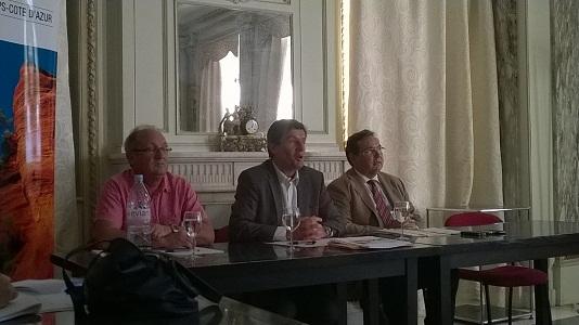 Pierre Meffre (au centre), Président du CRT PACA, entouré des Président des CDT des Alpes de Haute-Provence et du Var pour présenter le bilan de l'été 2014 - Photo P.C.