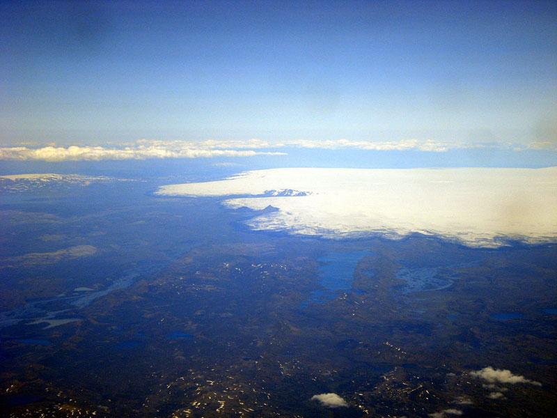 Il pourrait y avoir deux possibilités : la migration du magma qui provoquerait l'arrêt de l'éruption, et la baisse de l'activité sismique ou au contraire, le début d'une éruption.  Les volcanologues prévoient plutôt une activité effusive - Photo Wikipedia TommyBee