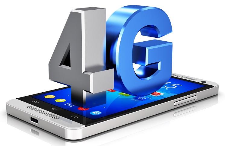 Le réseau permet d'accéder à internet à partir d'un smartphone, d'une tablette ou d'un ordinateur portable, avec un débit supérieur à ceux de l'ADSL, se rapprochant plus d'un débit de fibre optique, appelé le très haut débit fixe. © Oleksiy Mark - Fotolia.com