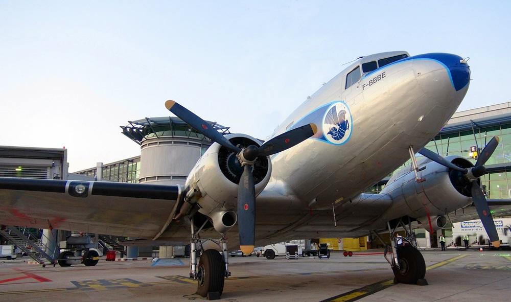 Une simple mais pourtant belle histoire que celle d'Air France, née peu de temps après la guerre, à une période où nos grands-parents croyaient encore en l'avenir, en la prospérité, en la paix.   En clair, pour un esprit simpliste, au bonheur ! /photo JDL