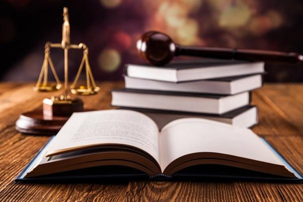 Certains tribunaux considèrent encore que le fait d'organiser des prestations, de choisir le prestataire et d'encaisser des chèques avant de régler la facture globale engage la responsabilité du CE en cas de problème - DR : © FikMik - Fotolia.com