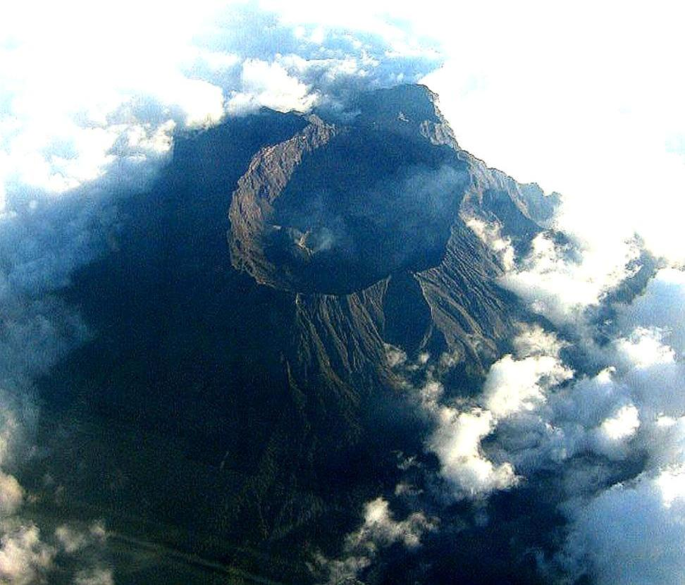 Le Mont Raung - DR : Wikipedia, reworked by Geoethno ; original photograph by Cosmotic