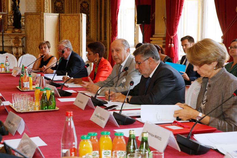 Laurent Fabius, ministre des affaires étrangères et du développement international entouré d'Alain Vidalies et de George Pau-Langevin - Photos : MAEDI/ B. Chapiron