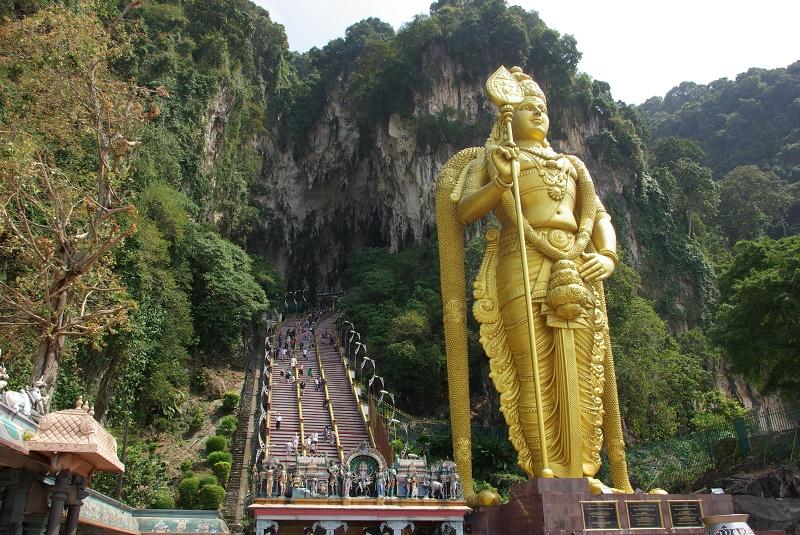 Kuala Lumpur offre un melting-pot de peuple malais et de minorités asiatiques issues d'émigration. Ici, à l'entrée du temple indien - DR : J.-F.R.
