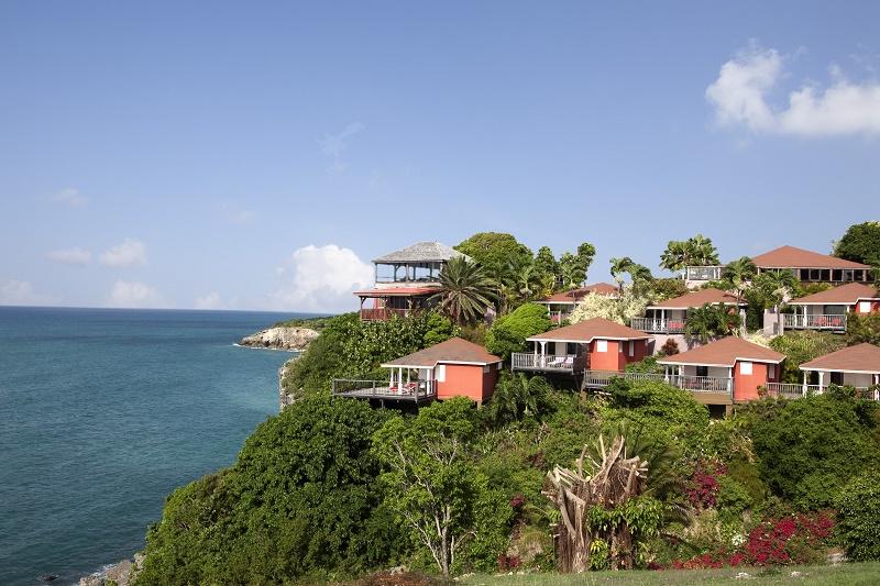 Pour un séjour en Guadeloupe, Christophe Barrère recommande la Toubana Hôtel & Spa. Un très bel hôtel 4* avec une vue à couper le souffle et une piscine à débordement face à la mer, on en prend plein les yeux ! - DR : Toubana Hotel and Spa