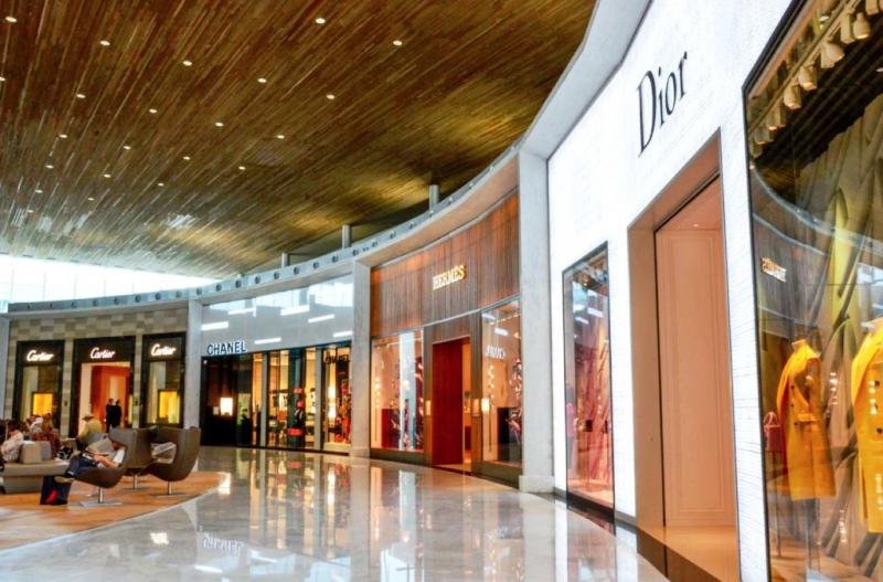Les boutiques de luxe du terminal 2E de l'aéroport Paris Charles de Gaulle ont participé à la croissance des revenus du groupe ©ADP