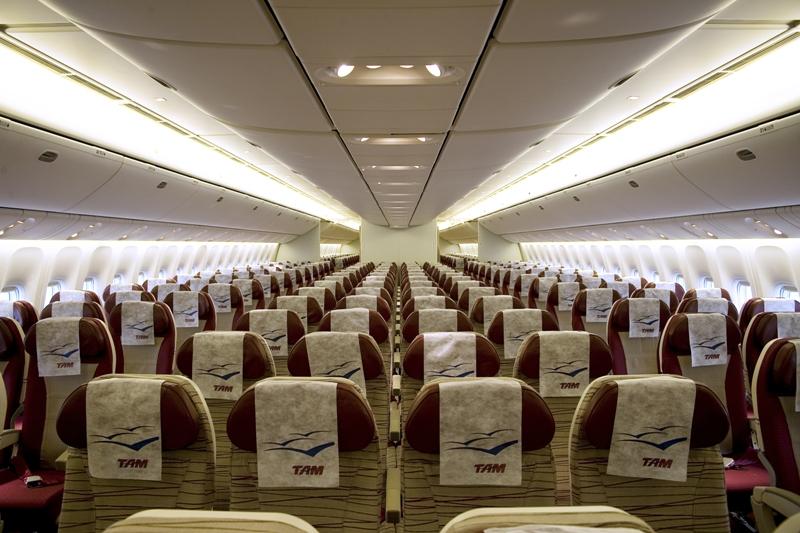La classe économique de TAM offre un confort tout à fait convenable pour un long vol de nuit - ©Crédito Marcio Jumpei