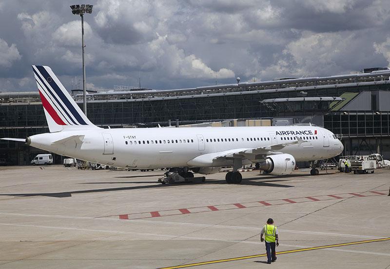 """Emmanuel Mistrali : """"D'ailleurs, comment (la direction NDRL) peut-elle nous demander des efforts et menacer de licencier d'un coté, tout en projetant de lancer une compagnie low-cost et d'embaucher des pilotes de l'autre ?"""" - Photo Air France Philippe delafosse"""