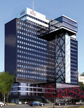 Le RIU Plaza propose 357 chambres et suites sur 17 étages - Photo : RIU Hotels & Resorts