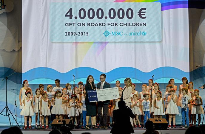 La représentante de MSC Croisières a remis le chèque à l'UNICEF dans le cadre de l'exposition universelle Milan 2015 - Photo : MSC Croisières