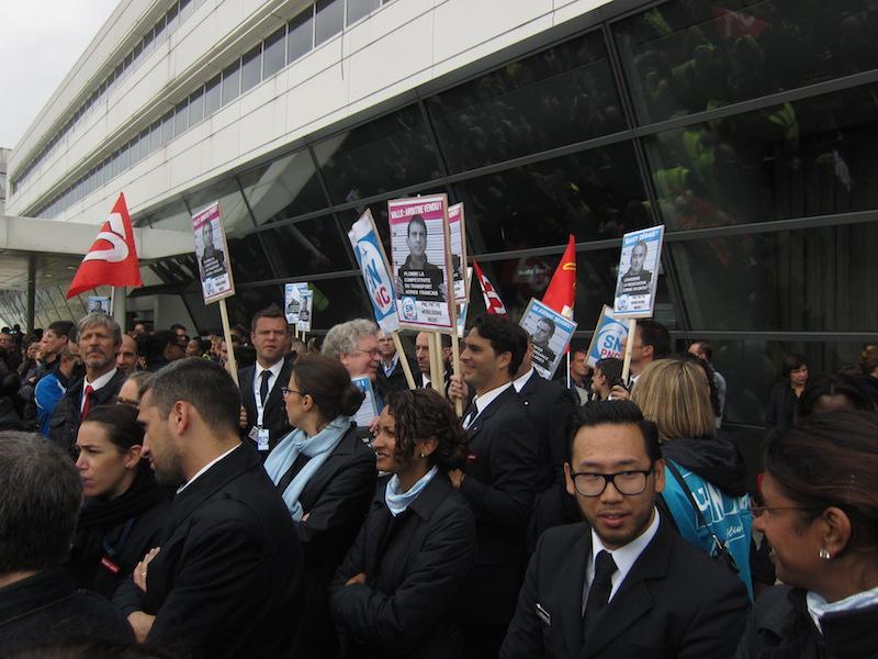 Personnel au sol et personnel navigant, tous unis contre l'attrition du réseau d'Air France. DR-LAC